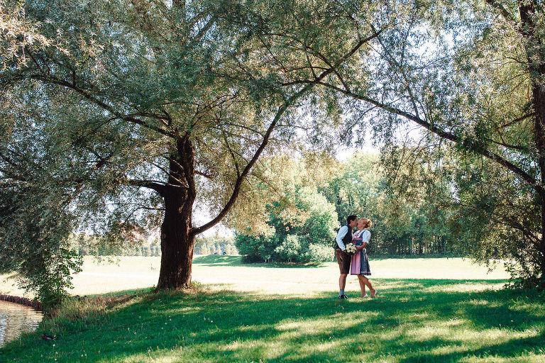 Hochzeitspaar im Schloß Blutenburg mit Hochzeitsfotograf