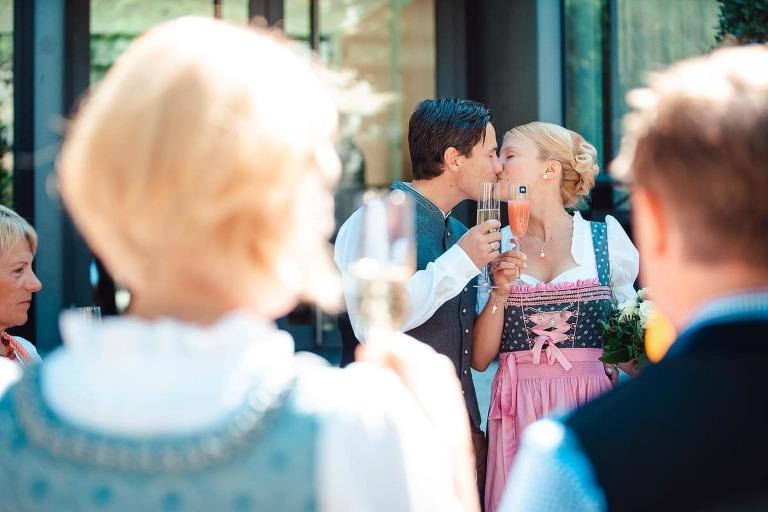 Hochzeitspaar im Standesamt Pasing mit Hochzeitsfotograf