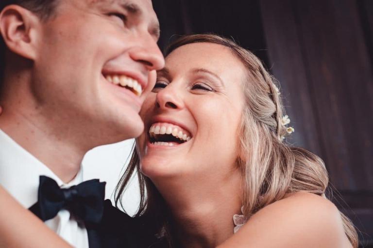 Hochzeitsfotograf Bayern mit Hochzeitspaar am Starnberger See