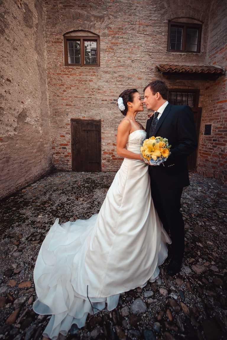 Landshut Burg Trausnitz Brautpaar mit Hochzeitsfotograf
