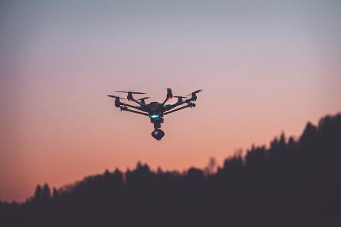 Fotograf mit Drohne München